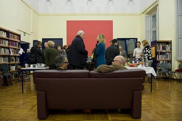 al centro Jessica Kraatz Magri, sulla poltrona a sinistra Filippo Fonsatti