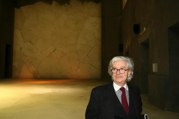 Agostino Magnaghi nella sala del Teatro Astra