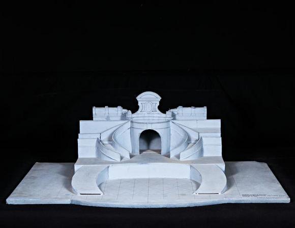Fotografia del modellino pubblicata anche in Carlo Giuliano : Luci e ombre : Palazzo Salmatoris Cherasco, dal 29.06 al 22.09.2019. - Cherasco : Città di Cherasco, 2018 (p. 55)