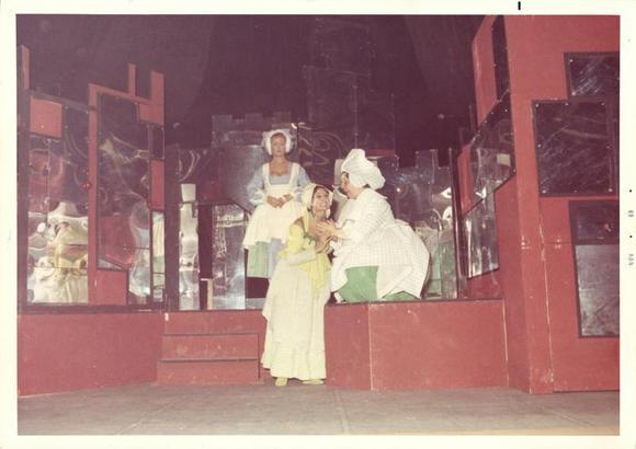 al centro Piera Cravignani, a destra Wilma Deusebio